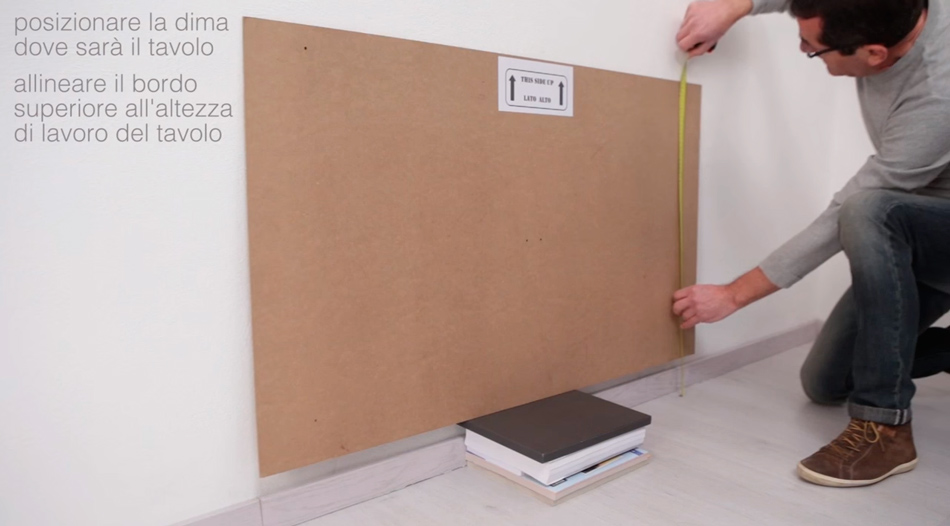 La sagoma per il montaggio a muro del tavolo ribaltabile