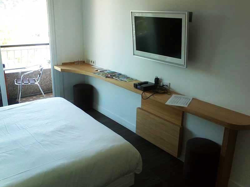 Casa vacanza o albergo, con il tavolo pieghevole versatile.