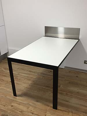 Vengiò space saving folding table